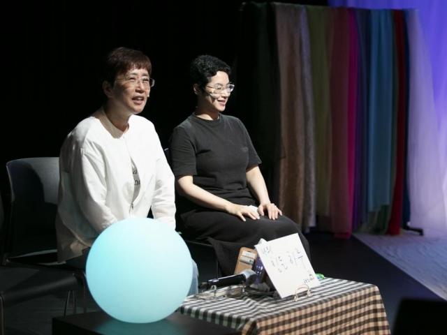 [연합뉴스] 청각장애인 관객이 '손으로 말한' 사연, 무대서 연극이 되다